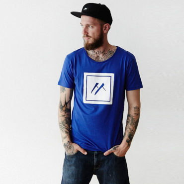 Mojo-Snowboarding-Hamburg-Limited-Streetwear-Made-in-Europe-Fairtrade-Shirt-Logo_Blue_01