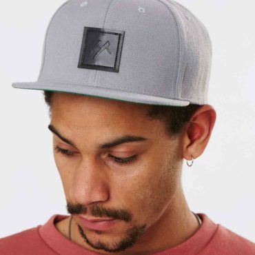 Mojo-Snowboarding-Hamburg-Limited-Streetwear-Made-in-Europe-Caps_Logo_Grey_01