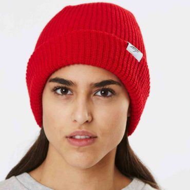 Mojo-Snowboarding-Limited-Streetwear-Made-in-Europe-Beanie_Paule_Red_01-Hamburg