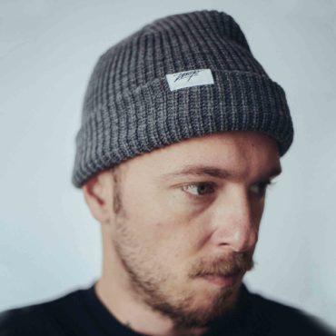 Mojo-Snowboarding-Limited-Streetwear-Made-in-Europe-Paule-Grey-02-Hamburg