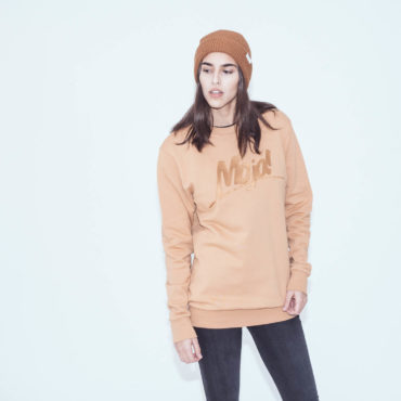 Mojo-Snowboarding-Hamburg-Limited-Lifestyle-Urban-Streetwear-Made-in-Europe-Fairtrade-Selected-2017-Crewneck-Toffee-Women