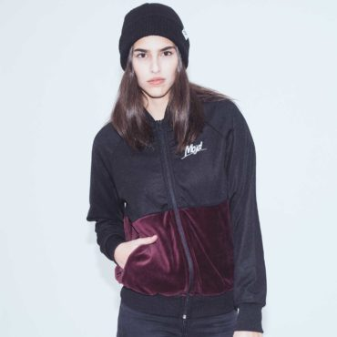 Mojo-Snowboarding-Hamburg-Limited-Lifestyle-Urban-Streetwear-Made-in-Europe-Fairtrade-Selected-2017-Trainer-Jacket-Black-Burgundy-Women-4