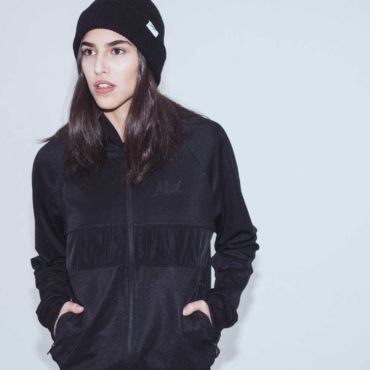 Mojo-Snowboarding-Hamburg-Limited-Lifestyle-Urban-Streetwear-Made-in-Europe-Fairtrade-Selected-2017-Trainer-Jacket-Black-Women-2