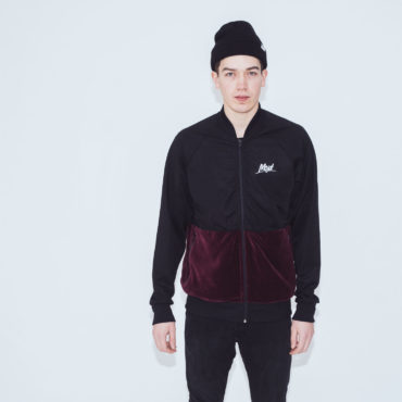 Mojo-Snowboarding-Hamburg-Limited-Lifestyle-Urban-Streetwear-Made-in-Europe-Fairtrade-Selected-2017-Trainer-Jacket-Burgundy