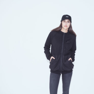 Mojo-Snowboarding-Hamburg-Limited-Lifestyle-Urban-Streetwear-Made-in-Europe-Fairtrade-Selected-2017-Zipper-Jacket-Black-Women